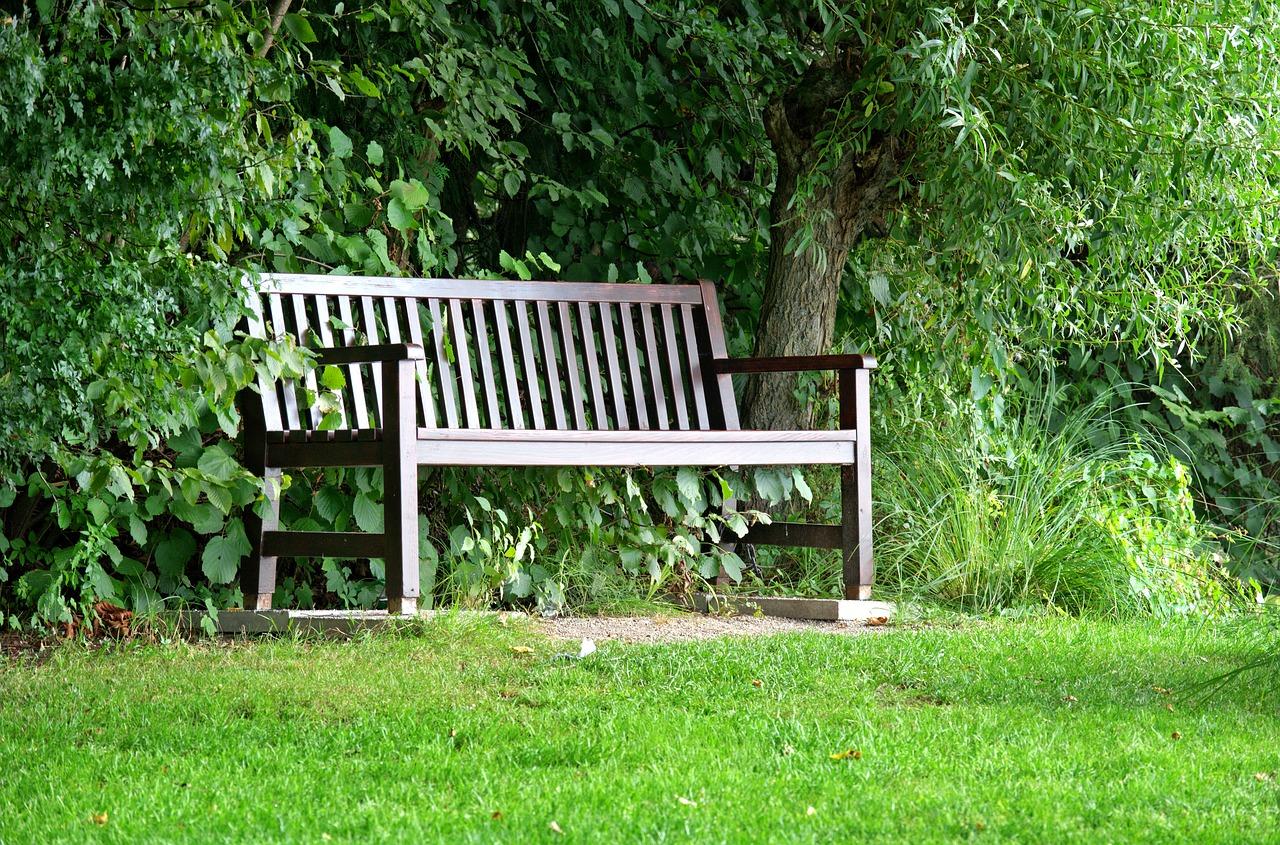 Entspanne Dich auf Deiner Gartenbank